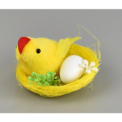 Kuřátko v hnízdečku