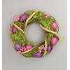 Velikonoční věneček z ratanu s vajíčky a motýlky