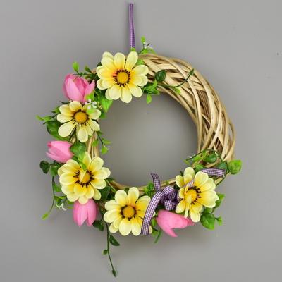 Proutěný věneček s jarní dekorací